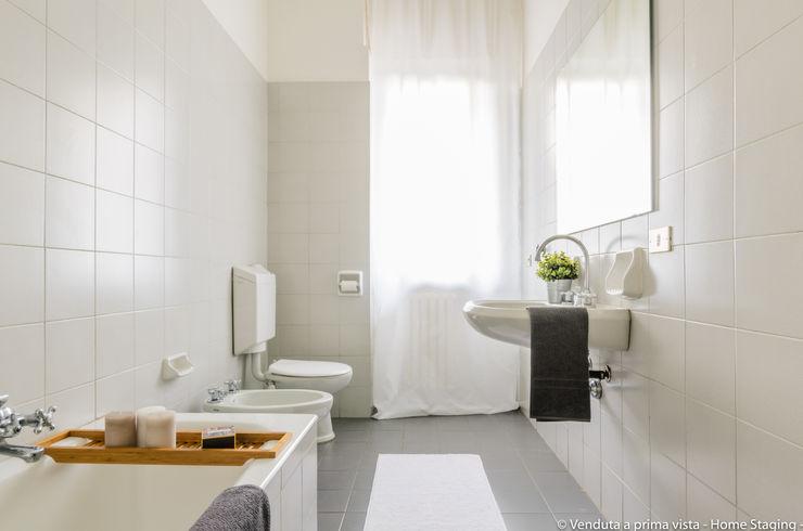 Venduta a Prima Vista Scandinavian style bathroom