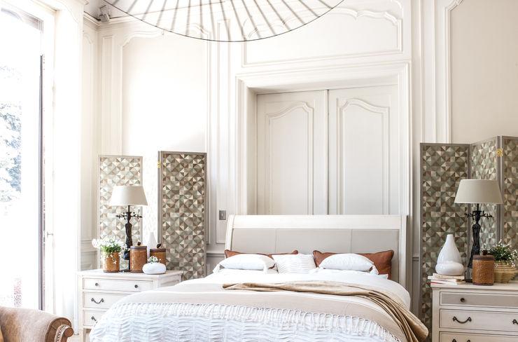 Conexo. Dormitorios modernos: Ideas, imágenes y decoración Madera maciza Beige