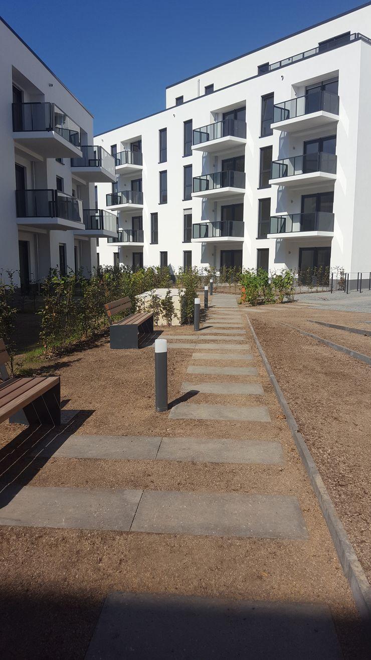 SUD[D]EN Gärten und Landschaften Jardines de estilo moderno