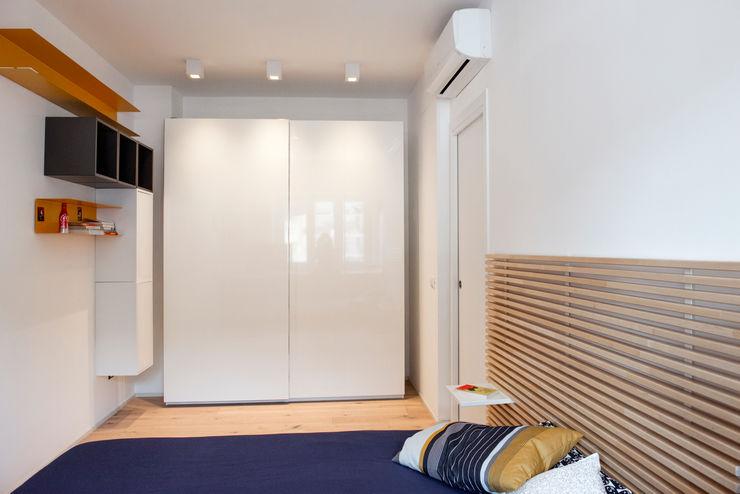 LA CAMERA DA LETTO ArchEnjoy Studio Camera da letto moderna Legno Bianco