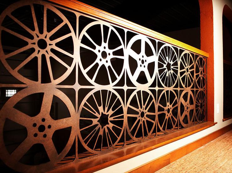 homify Corredores, halls e escadas modernos Ferro/Aço Ambar/dourado