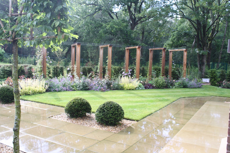 Modern wooden pergola Dawn Garden Design Jardines modernos Madera