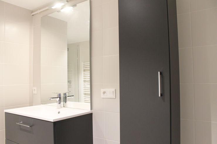 colonne rangement Agence ADI-HOME Salle de bain moderne Bois composite Gris