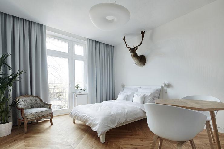Daniel Apartment BLACKHAUS Minimalist bedroom Wood White