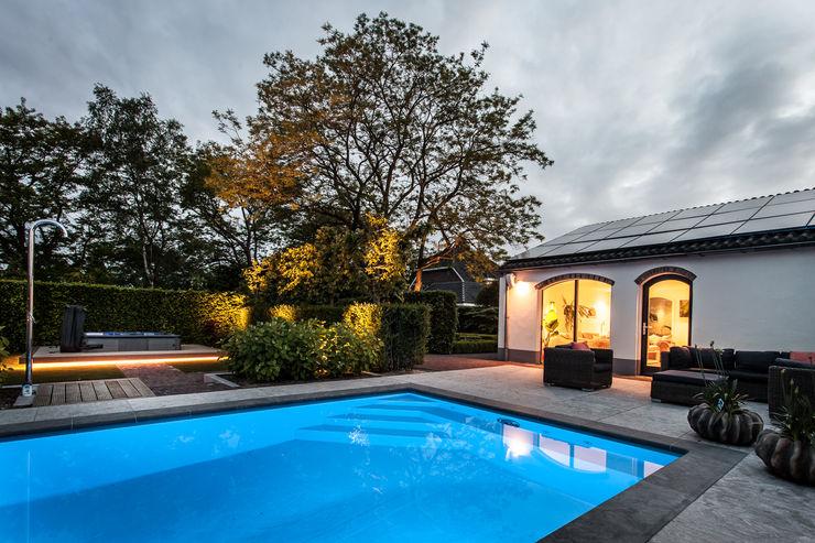 Ontwerp wellnessruimte en aangrenzende tuin Bob Romijnders Architectuur + Interieur Moderne zwembaden