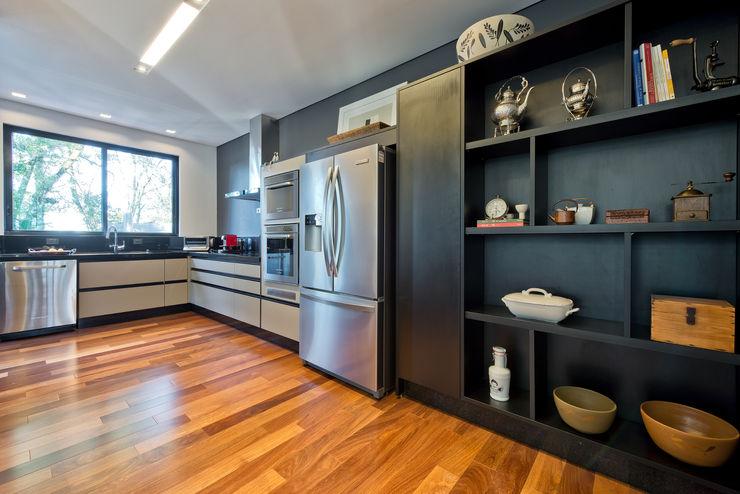 Studio Leonardo Muller Cocinas de estilo moderno Tablero DM Negro