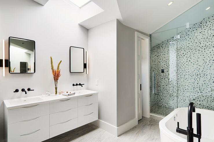Carroll Street M Monroe Design Minimalist style bathroom