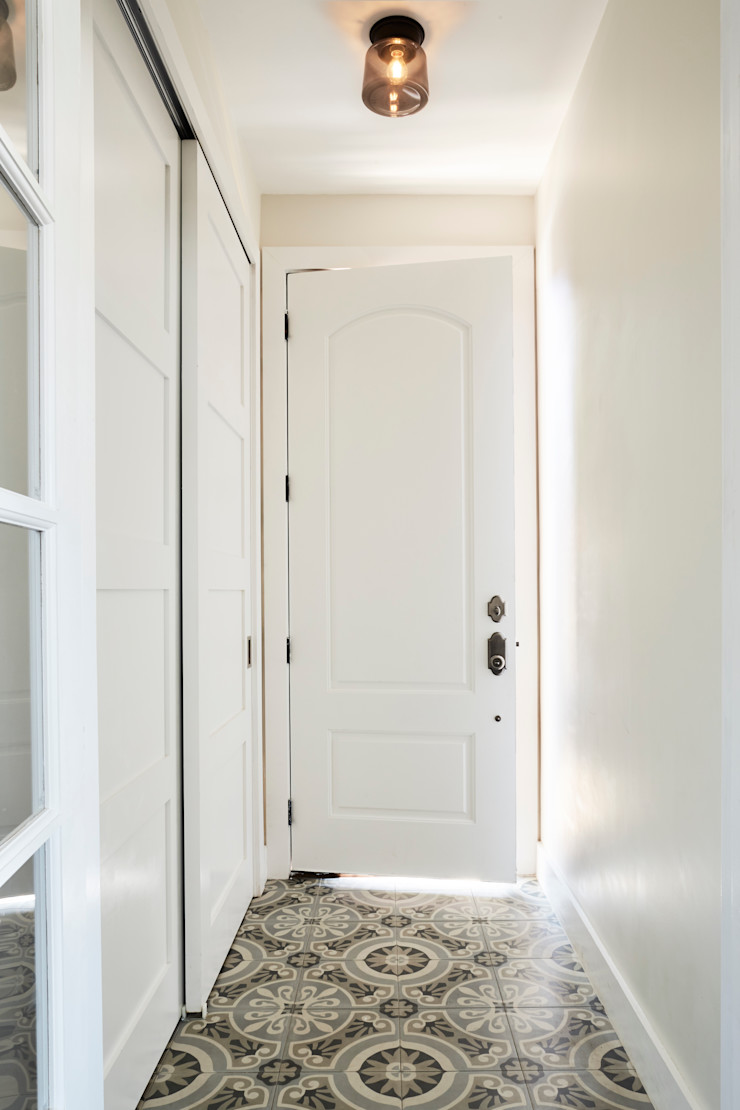 Carroll Street M Monroe Design Classic style corridor, hallway and stairs