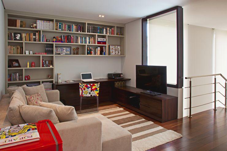 Studio Leonardo Muller Ruang Keluarga Modern Kayu Beige