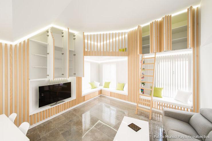 Reforma para Niko Pablo Muñoz Payá Arquitectos Salones de estilo minimalista