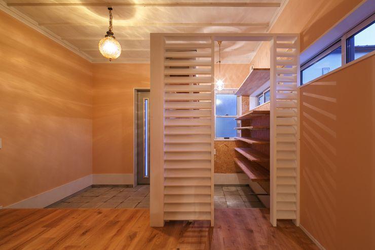 HOUSE-04(renovation) dwarf クラシカルスタイルの 玄関&廊下&階段