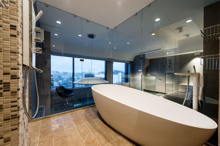 homify Salle de bain industrielle Pierre Beige