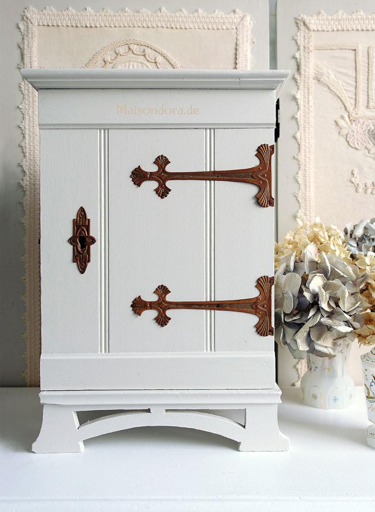 Maisondora Vintage Living BathroomMedicine cabinets Wood White