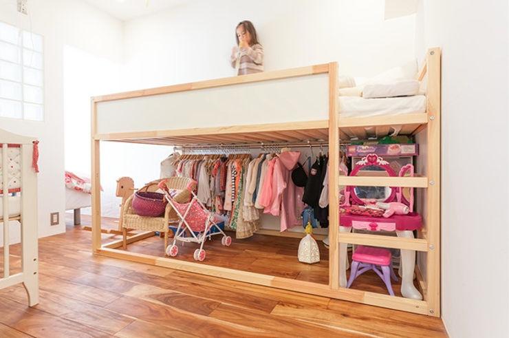 A邸-ワークスペースに夫婦それぞれの空間 株式会社ブルースタジオ モダンデザインの 子供部屋