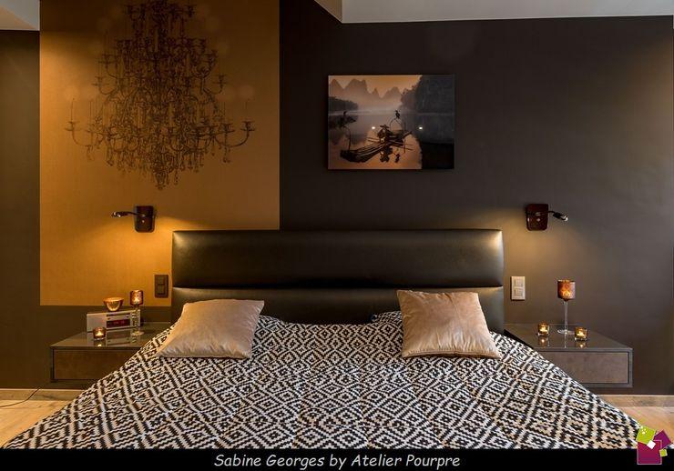 Aménagement suite parentale Atelier Pourpre Design & Décoration SPRL Chambre moderne Cuivre / Bronze / Laiton Noir