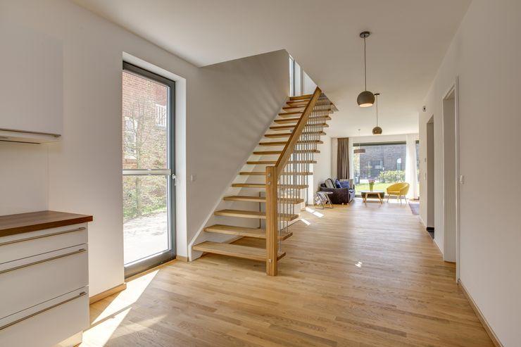 Offene Treppe Architekturbüro Prell und Partner mbB Architekten und Stadtplaner Moderner Flur, Diele & Treppenhaus
