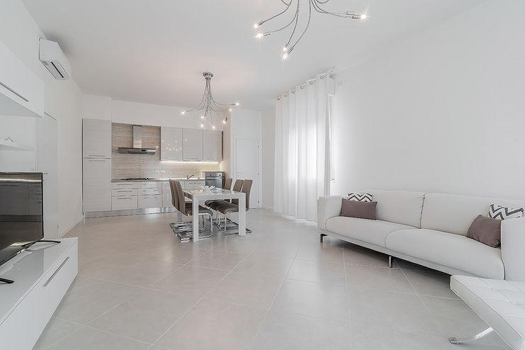 Facile Ristrutturare Salas de estilo minimalista