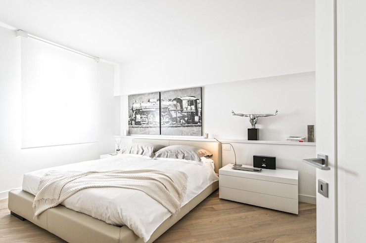 Minimal white BRANDO concept Camera da letto moderna