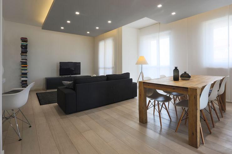 Casa <q>Elle</q> bianca e grigia MAMESTUDIO Soggiorno minimalista