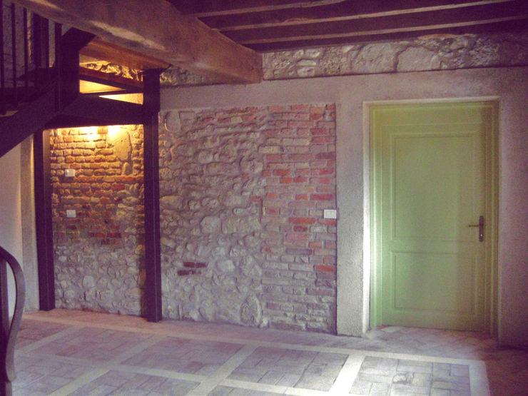 Rock wall MZ Studio Architettura Ingegneria Ingresso, Corridoio & Scale in stile rurale Pietra