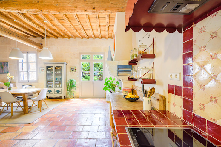 Rénovation d'un grand mas en pierre Laurence champey Cuisine méditerranéenne Bois Rouge