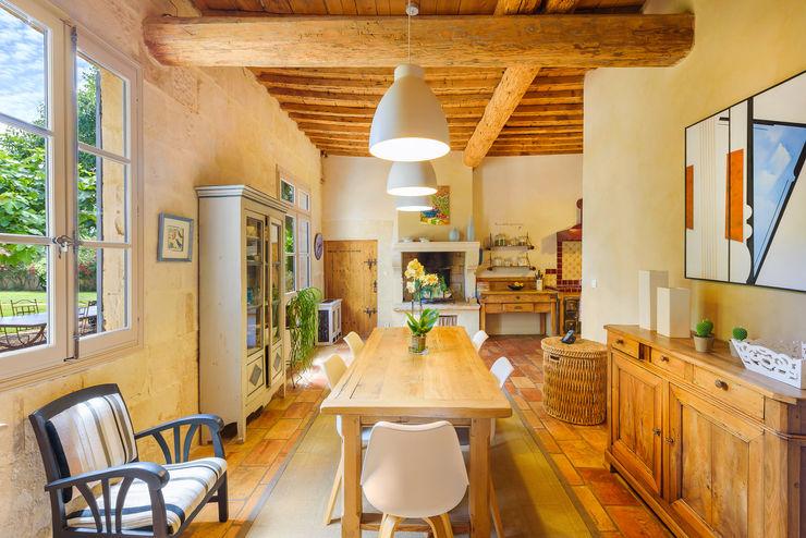 Rénovation d'un grand mas en pierre Laurence champey Salle à manger méditerranéenne Bois Beige