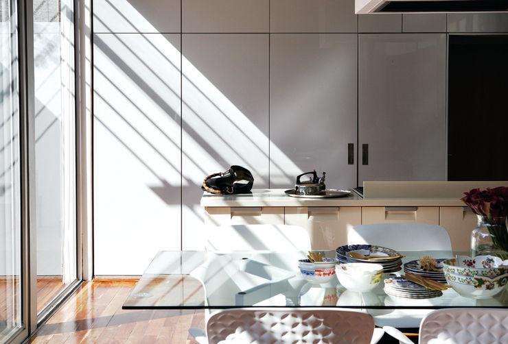 Generation Minimalist dining room White