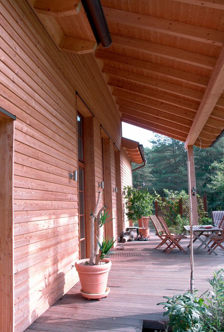 Müllers Büro Classic style balcony, veranda & terrace