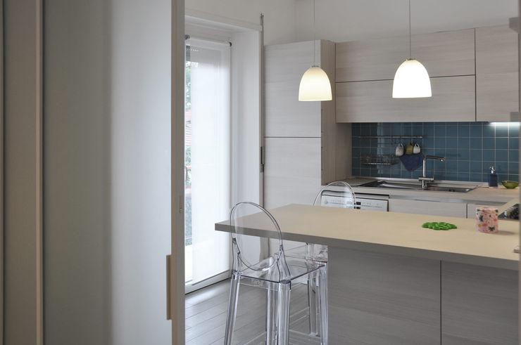 appartamento trilocale evels & papitto - b4architects Cucina in stile scandinavo Legno Effetto legno