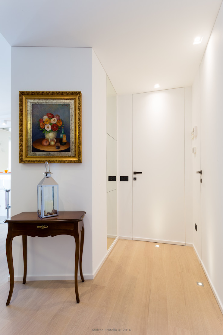 Lemayr Thomas Minimalist corridor, hallway & stairs