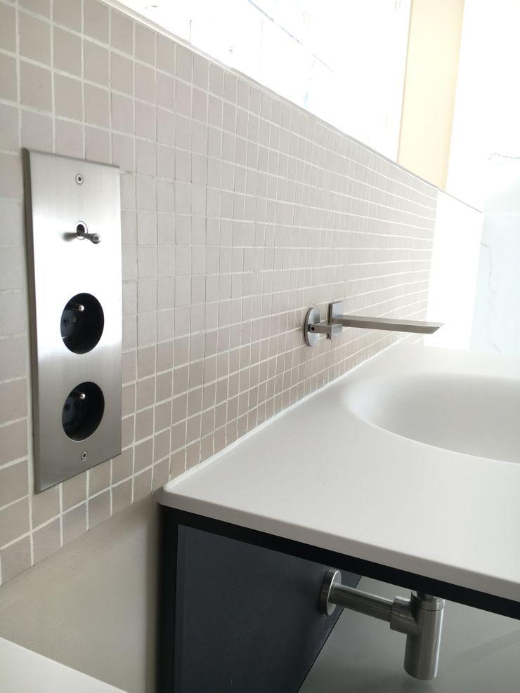 deSYgn by JM2 Modern Bathroom