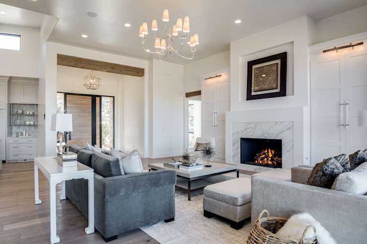 CLIFFSIDE MANOR MYKALS PHOTOGRAPHY Living roomAccessories & decoration