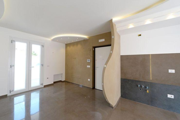 CASA GOELDLIN yesHome Ingresso, Corridoio & Scale in stile moderno