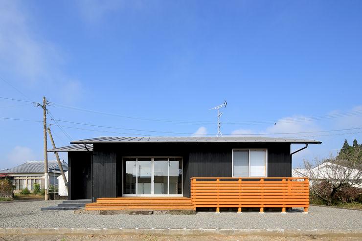 南側外観 ㈱ライフ建築設計事務所 ミニマルな 家 木 黒色