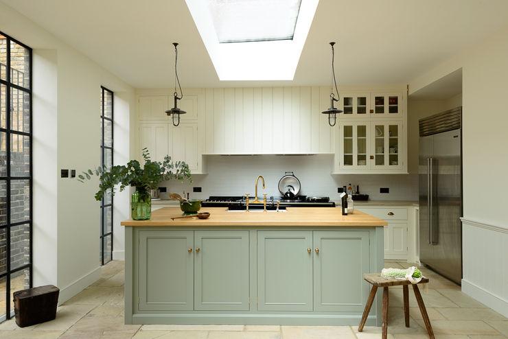 The Islington N1 Kitchen by deVOL deVOL Kitchens Dapur Klasik Green