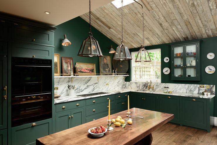 The Peckham Rye Kitchen by deVOL deVOL Kitchens Classic style kitchen Wood Green
