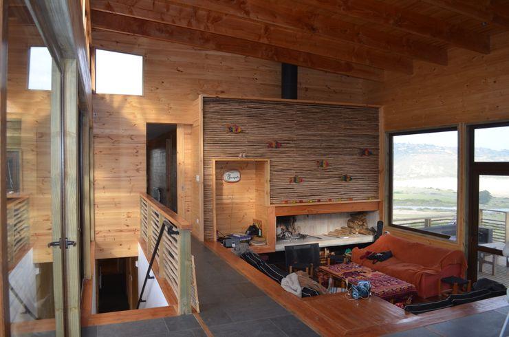BLAC arquitectos Salas de estilo mediterraneo Madera Acabado en madera