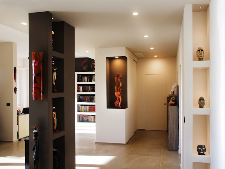 Collegno Apartment Studio 06 Ingresso, Corridoio & Scale in stile moderno