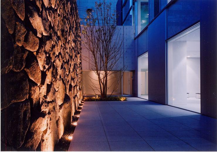 Mアーキテクツ 高級邸宅 豪邸 注文住宅 別荘建築 LUXURY HOUSES   M-architects Moderner Garten Stein Braun