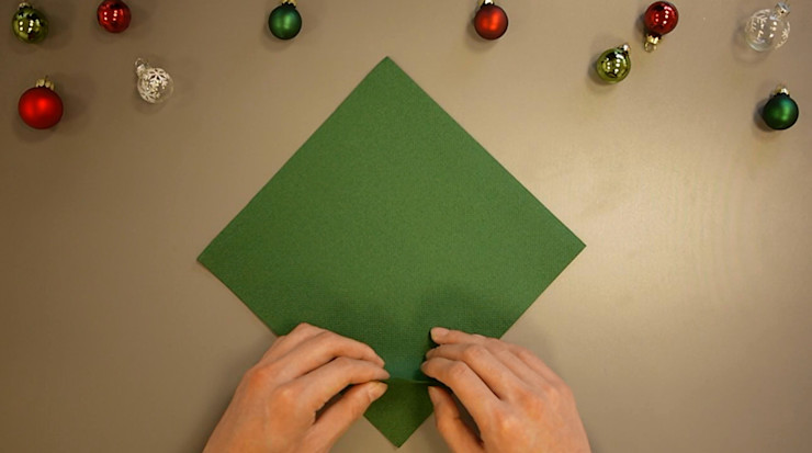 Christmas Tree Napkin Folding DIY Step 3 homify Dining roomAccessories & decoration Paper Green