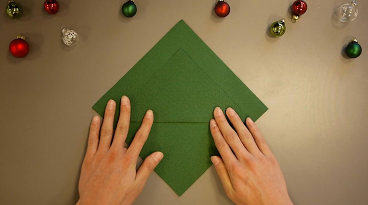 Christmas Tree Napkin Folding DIY Step 4 homify Dining roomAccessories & decoration Paper Green