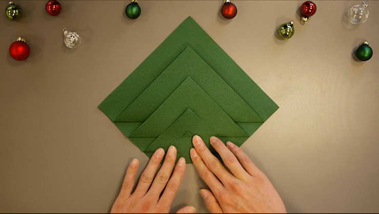 Christmas Tree Napkin Folding DIY Step 5 homify Dining roomAccessories & decoration Paper Green