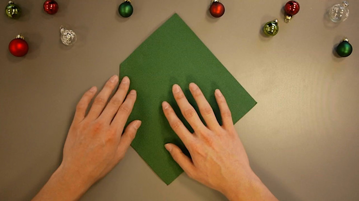 Christmas Tree Napkin Folding DIY Step 6 homify Dining roomAccessories & decoration Paper Green