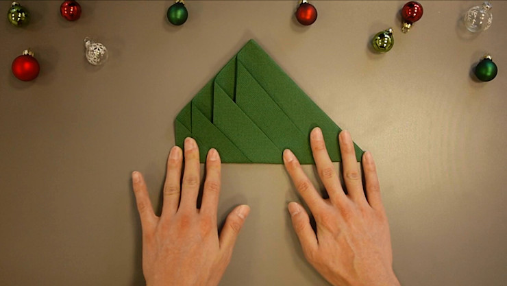 Christmas Tree Napkin Folding DIY Step 7 homify Dining roomAccessories & decoration Paper Green
