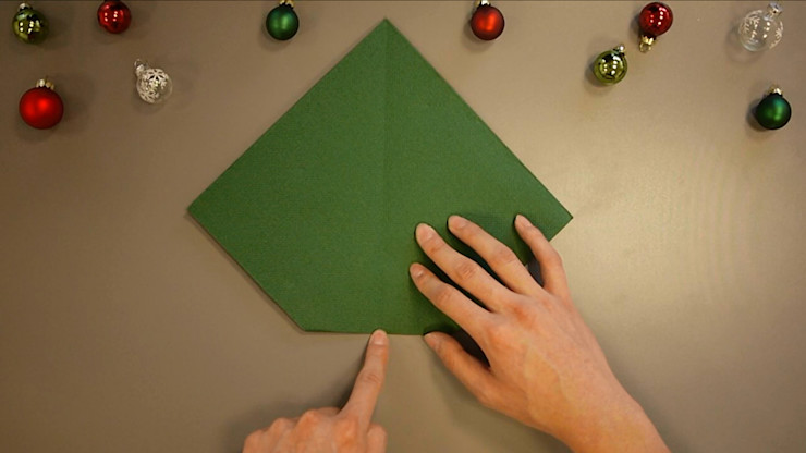 Christmas Tree Napkin Folding DIY Step 8 homify Dining roomAccessories & decoration Paper Green