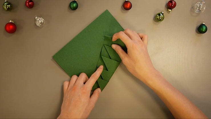 Christmas Tree Napkin Folding DIY Step 9 homify Dining roomAccessories & decoration Paper Green