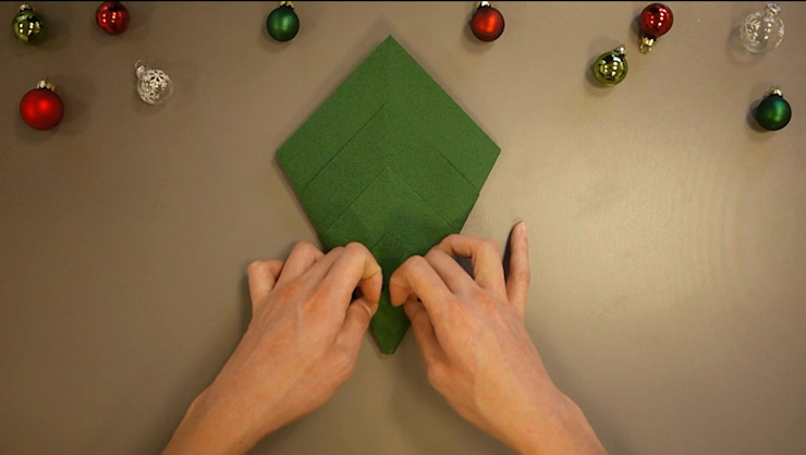 Christmas Tree Napkin Folding DIY Step 12 homify Dining roomAccessories & decoration Paper Green