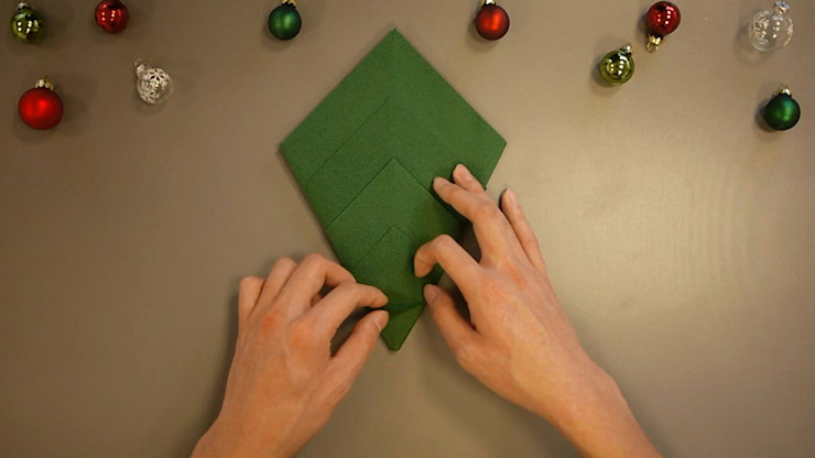Christmas Tree Napkin Folding DIY Step 13 homify Dining roomAccessories & decoration Paper Green