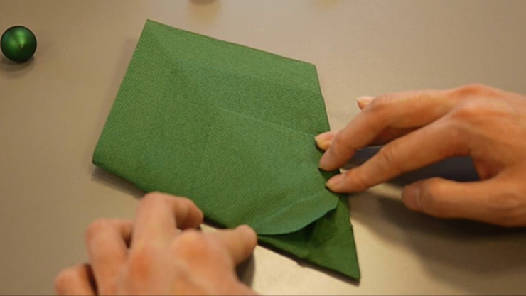Christmas Tree Napkin Folding DIY Step 16 homify Dining roomAccessories & decoration Paper Green