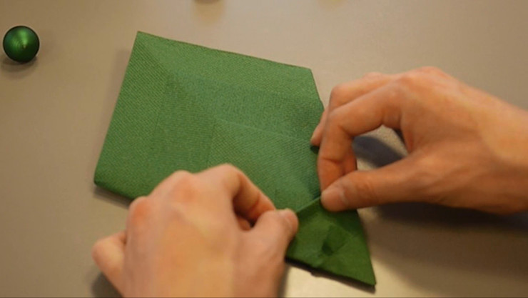 Christmas Tree Napkin Folding DIY Step 18 homify Dining roomAccessories & decoration Paper Green